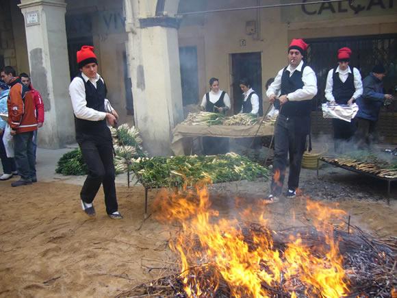 Demostración de asar calçots en Valls, 2011