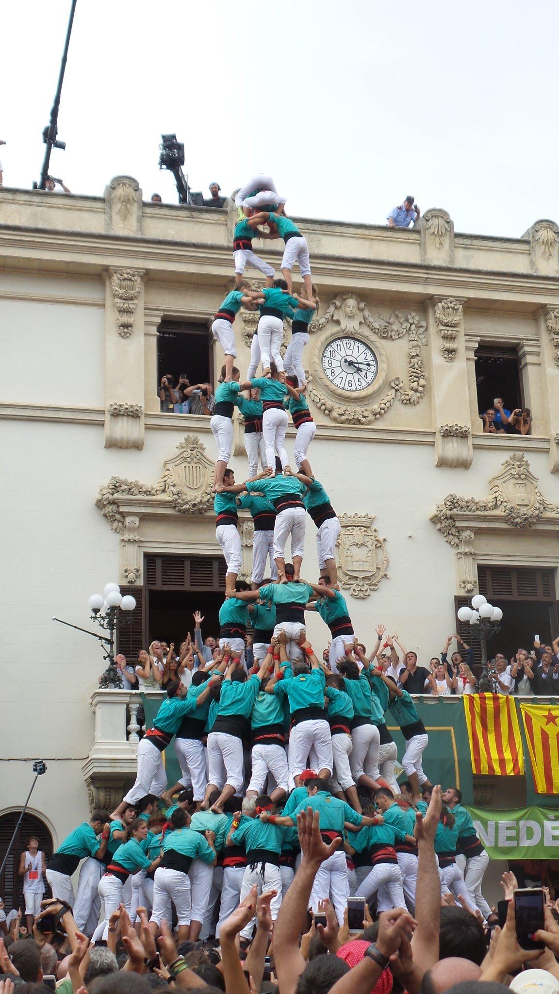 4 de 10 con forro y manillas de los Castellers de Vilafranca
