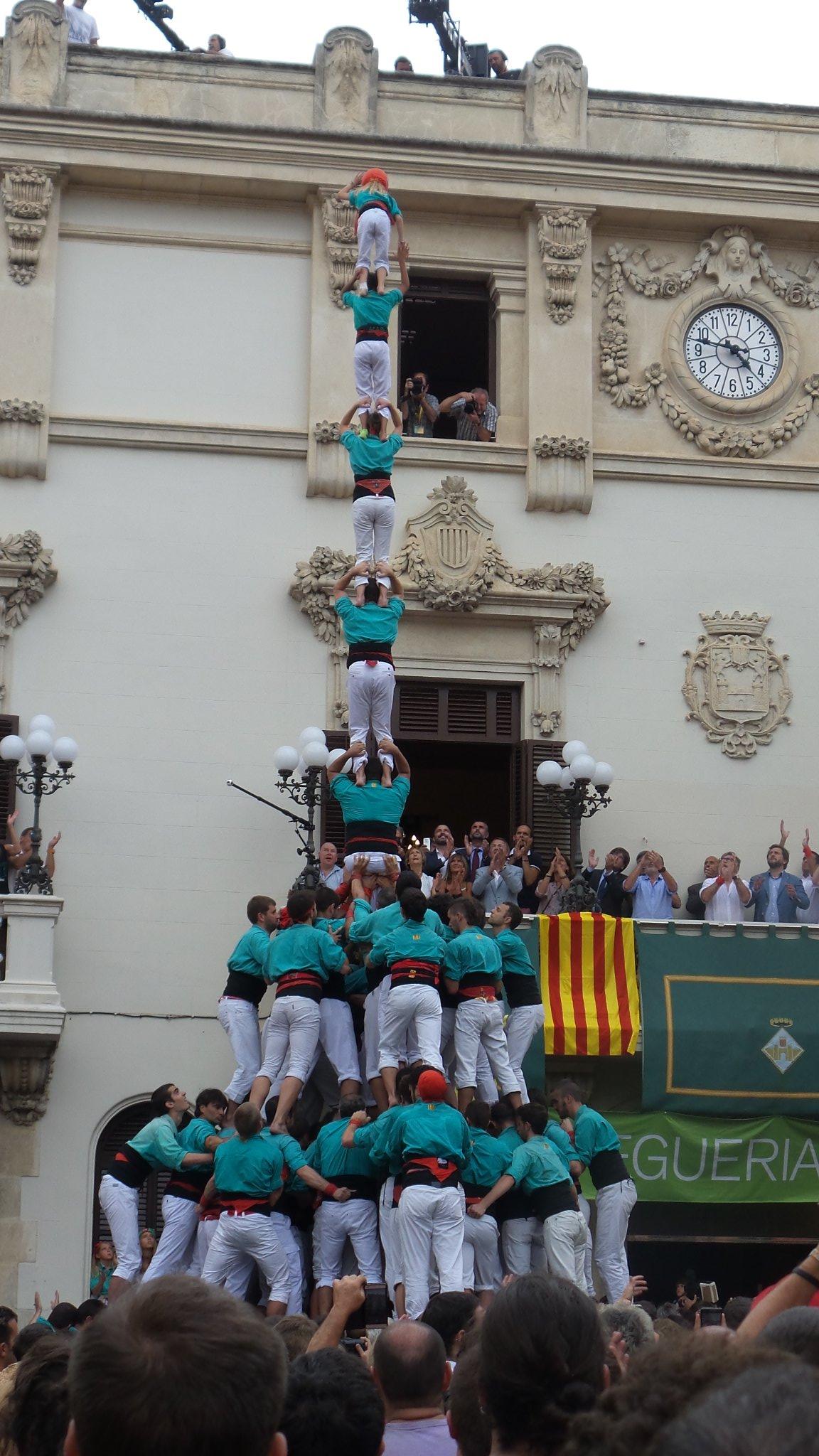pilar de 8 con forro y manillas de los Castellers de Vilafranca