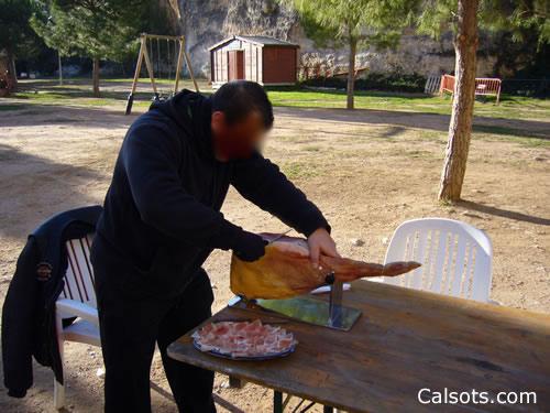 Cortar jamón para la calçotada
