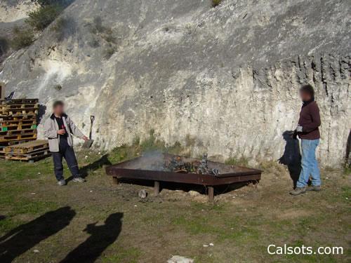 Cocinar los calçots en el fuego