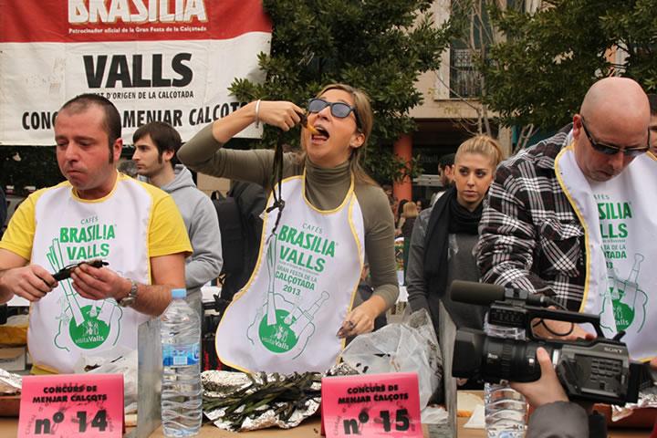 Susana, de Cádiz, en el concurso de comer calçots 2013